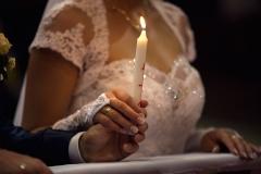 Vőlegény és Menyasszony Gyertyával Kezükben